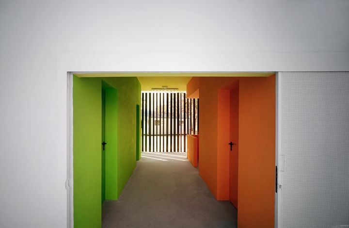 changing-rooms-and-sports-facilities-in-a-park-by-gana-arquitectura-09